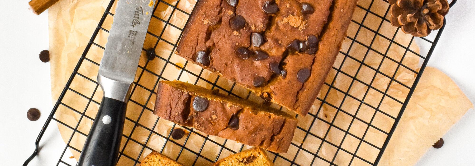 Suikervrije speculaas pompoen chocolate chips cake