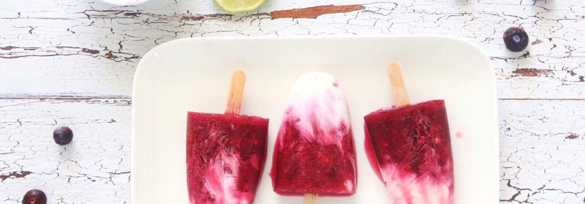 Koolhydraatarme blauwe bes limoen ijsjes