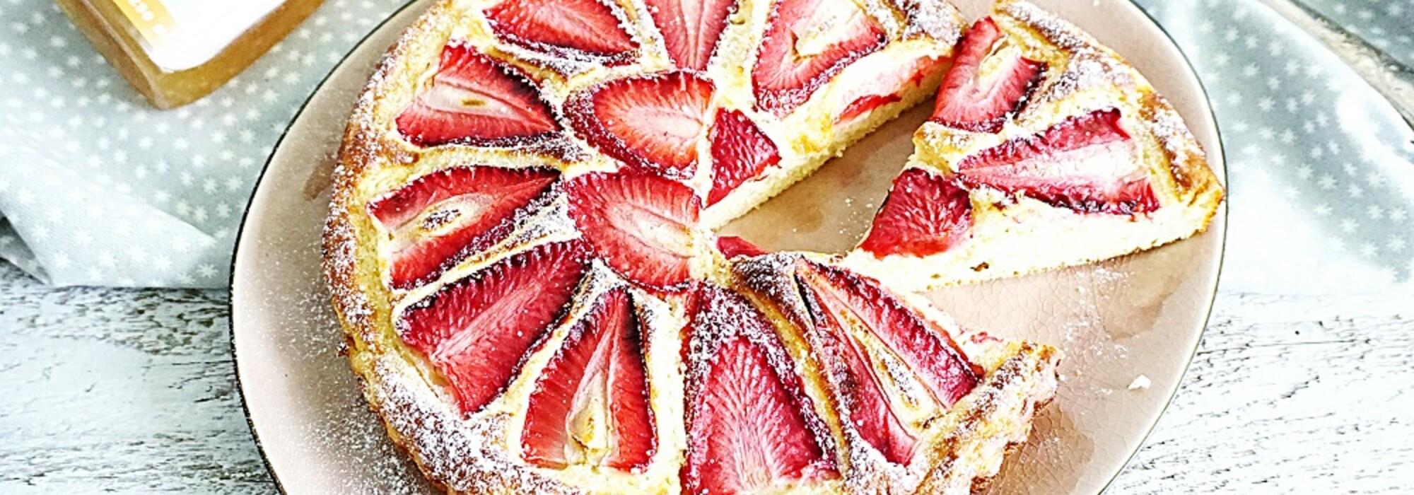 Suikervrije en koolhydraatarme aardbeiencake