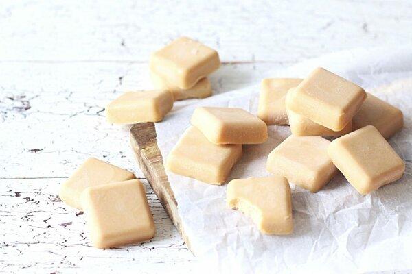 Koolhydraatarme zachte karamel bonbons