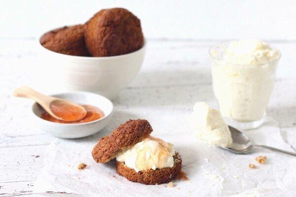Koolhydraatarme scones met clotted cream