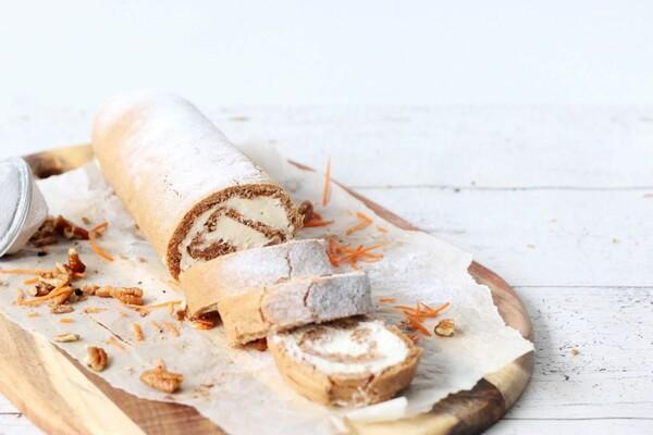 Koolhydraatarme wortel cake rol